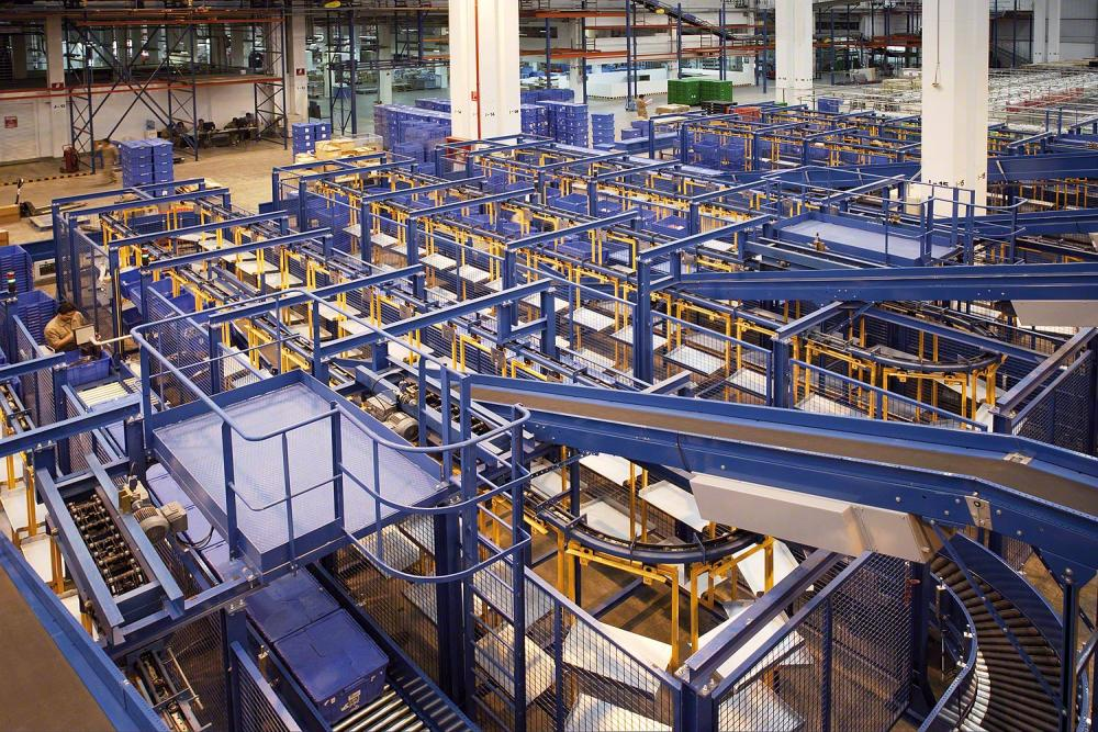 industrial mezzanine floors with box conveyor